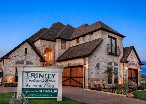 3 Car Garage Trinity Custom Homes New Homes In Fort Worth Texas